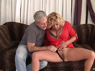Mature granny Karen Summer fucked in her hairy pussy away from a stranger