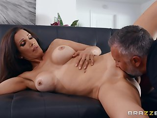 Man with steel inches shows this cheating wife tiptop orgasms