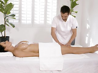 Plump MILF Reagan Foxx fucks her masseur with signature style