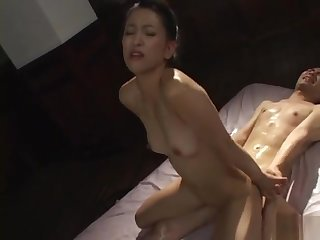 Yumi Shindo Asian mild spreads her legs