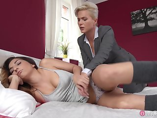 Kathy Anderson fucked Jimena Lago early round the morning