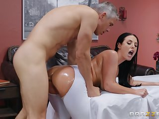 Order about wife tries the masseur be required of a wild fuck