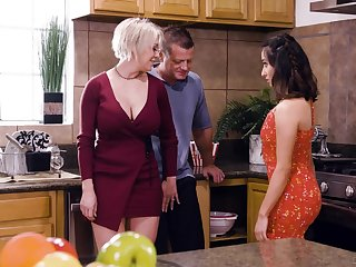Busty blonde housewife Dee Williams loves having crazy steamy MFF triple