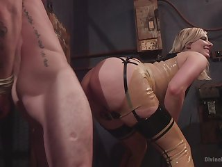 Face sitting porn and femdom XXX with regard to a hot blonde